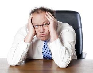 lassitude burn-out d'homme manager au bureau