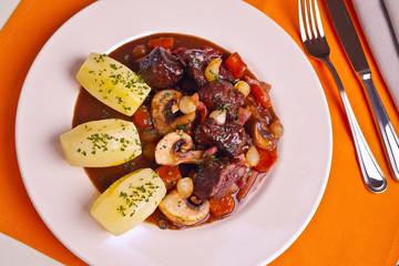 Estouffade de bœuf bourguignonne 3