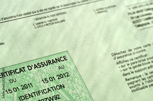 certificat d 39 assurance voiture de delphotostock photo libre de droits 28280265 sur. Black Bedroom Furniture Sets. Home Design Ideas