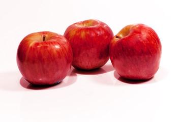 3 maçãs vermelhas
