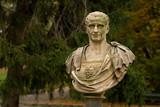 Fototapety Caesar statue in Warsaw park