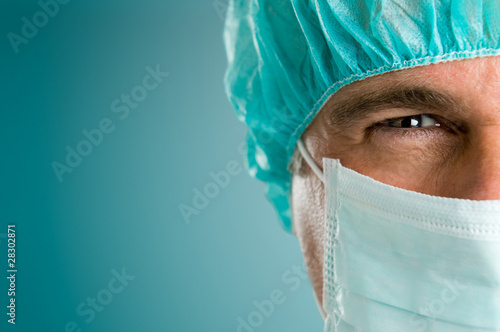 Absorbed surgeon closeup - 28302871