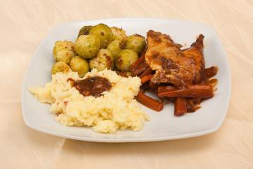 Fasan mit Rosenkohl und Kartoffelpüree