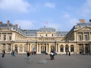 Paris et sont Conseil d'Etat