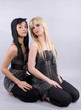 deux femmes aux cheveux longs - mode