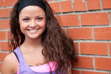 Beautiful teenage girl pose over brick wall