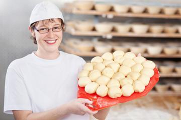 bäckerin mit teig