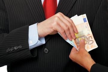 Geschäftsmann bekommt Bestechungsgeld