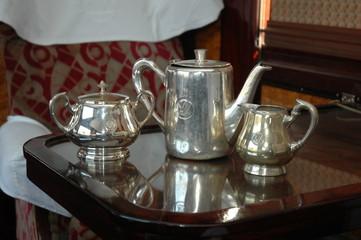 service a cafe dans wagon restaurant ancien