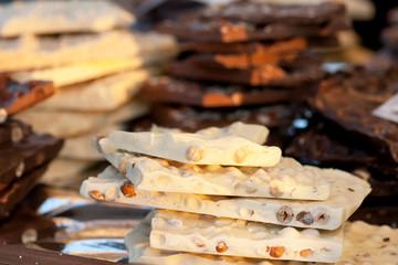 cioccolato bianco con le nocciole
