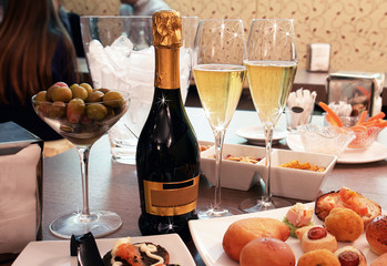 Brindisi con prosecco per due con finger food