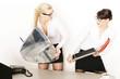 Kolleginnen streiten am Arbeitsplatz