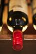 Bouteille de vin sur une étagère