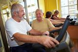 Fototapety Senioren reden beim Spinning