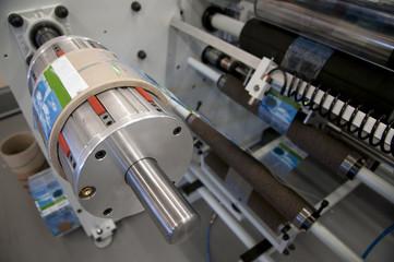 Shrink sleeve labeler machine