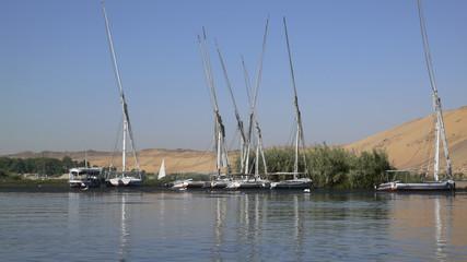 Embaraciones en el río Nilo