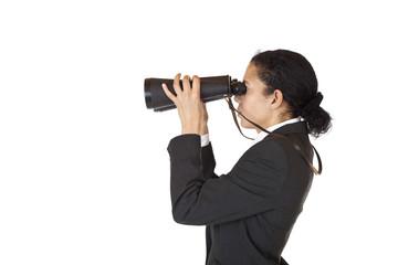 Frau mit Fernglas sucht und findet Geschäft in der Zukunft