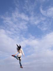 秋空にジャンプ
