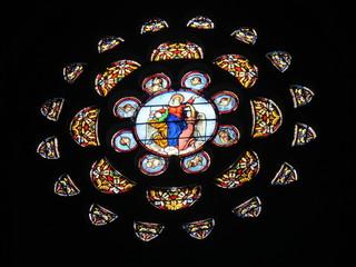 vitrail en rosace de l'église de Montréal