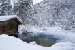Hütte am See im Winter