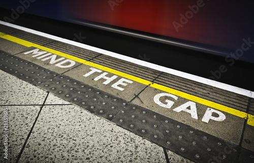 MIND THE GAP - 28559685