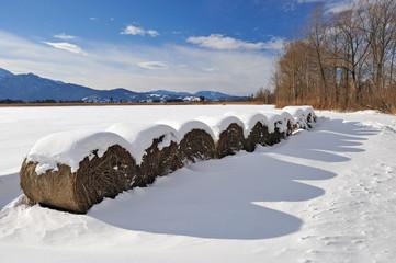 Winterliches Strohlager im Loisachtal