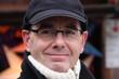 Winterzeit: Mann mit Brille, Mütze und Rollkragenpullover