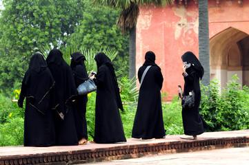 Le turiste in nero