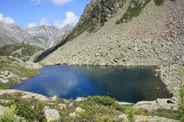 Piccolo lago di montagna