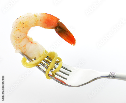 shrimp on the fork with spaghetti