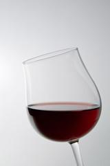 白背景にワインのアップ