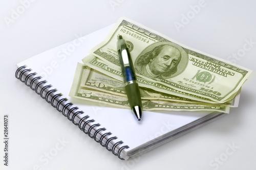 Grupo de Dólares con libreta y  bolígrafo