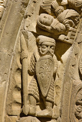 Caballero medieval con cota de malla