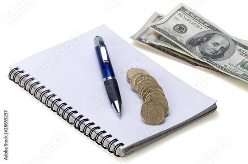 Agenda  con dólares monedas y estilógrafo