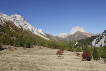 Automne dans la vallée étroite (Hautes-Alpes)