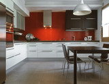bucatarie moderna, cu un spectacol de gresie roşie