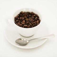 Kaffee Bohnen und Tasse