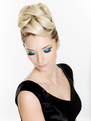 Woman with curly hairstyle and blue make-up