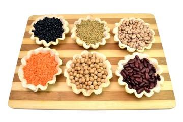 Formine di pasta di sale con legumi