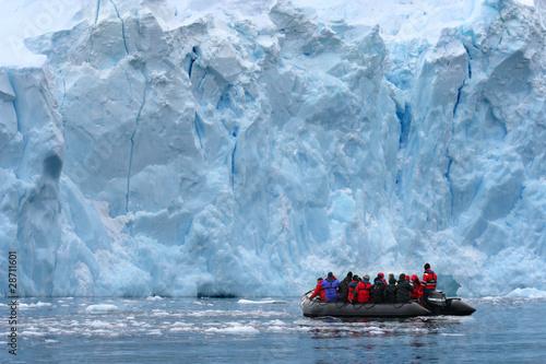 Tuinposter Gletsjers Zodiacfahrt (Antarktis) - Zodiac Exkcursion (Antarctica)