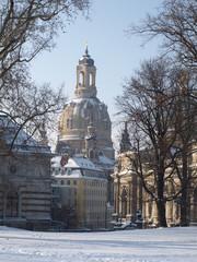 Frauenkirche mit Schnee im Winter