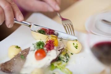 leckeres essen mit kartoffeln und tafelspitz