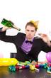 leere Gläser und Flaschen Party