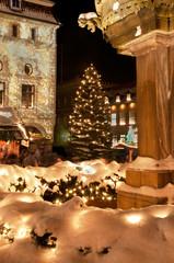 Weihnachtliches Lüneburg, angestrahltes Rathaus und Brunnen 2