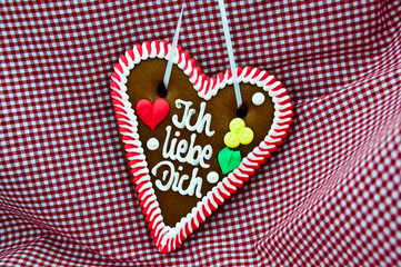 "gingerbread Oktoberfest heart saying ""I love you"""