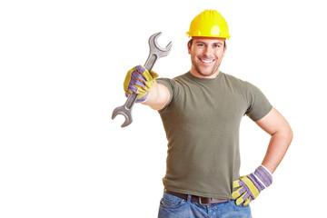 Bauarbeiter mit Doppelmaulschlüssel