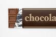白背景に包み紙にはいった板チョコレートのアップ