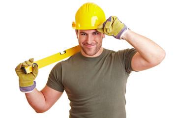 Bauarbeiter mit Wasserwaage grüßt
