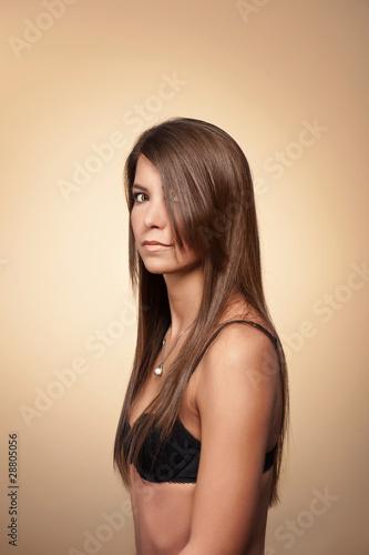 Lange braune Haarschlampe