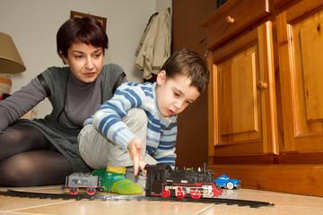 mamma e bimbo che giocano